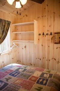 Cabin 0 Fox - Queen bedroom