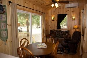 Cabin 1 Hummingbird - dining area