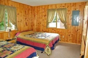 Cabin 10 Moose - queen & full