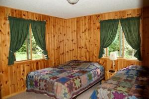 Cabin 10 Moose - queen & twin