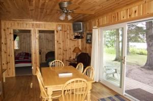 Cabin 3 Bear - dining & entry
