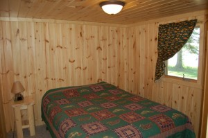 Cabin 3 Bear - queen lakeside