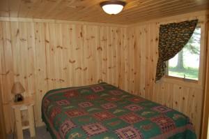 Cabin 3 Bear - queen lakeside
