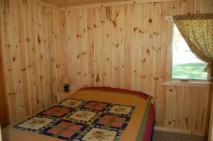 Cabin 3 Bear - queen w/ ceiling fan