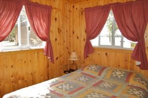 Cabin 6 Eagle - queen lakeside