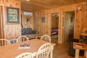 Cabin 3 Bear - dining