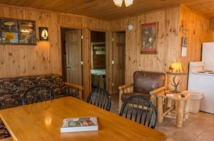 Cabin 4 Ladyslipper - dining