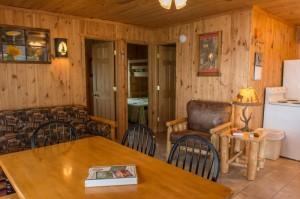 Cabin 4 Ladyslipper - dining